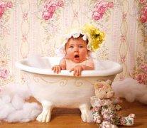 Dítě ve vaně