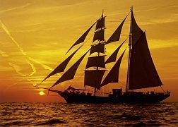 Plavba při západu slunce
